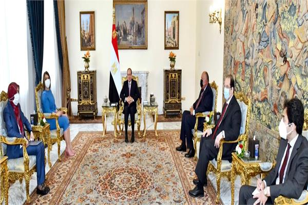 الرئيس السيسي يشدد على دعم مصر الكامل للمجلس الرئاسي وحكومة الوحدة الوطنية الليبية