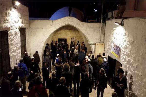 مستوطنون إسرائيليون يقتحمون قبر النبي يوسف في نابلس