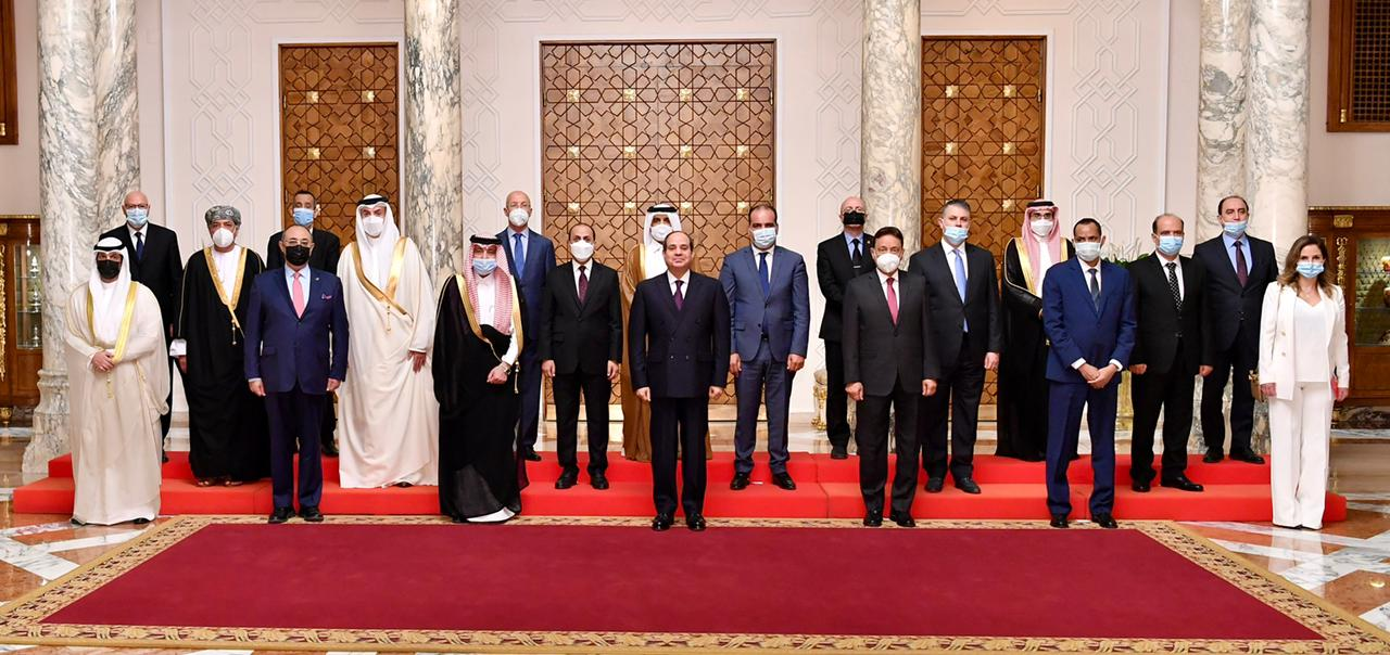 الصحف المصرية تبرز لقاء الرئيس السيسي بوزراء ومسئولي الإعلام العرب