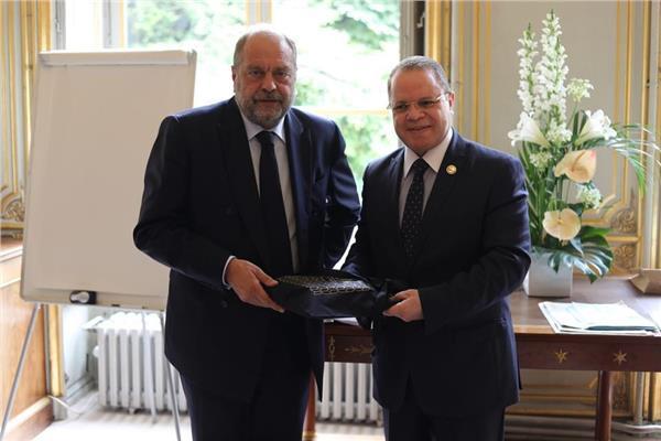 النائب العام يلتقي وزير العدل الفرنسي في باريس