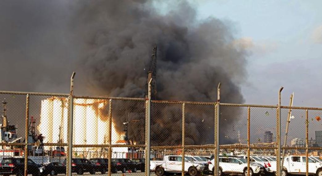 السيطرة على حريق هائل بمحيط مطار رفيق الحريري في لبنان