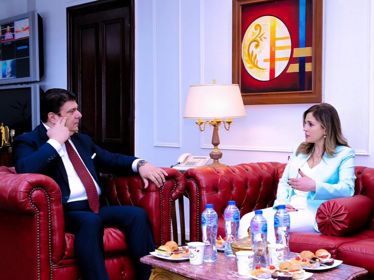 صور  حسين زين يلتقى وزيرة الإعلام اللبناني
