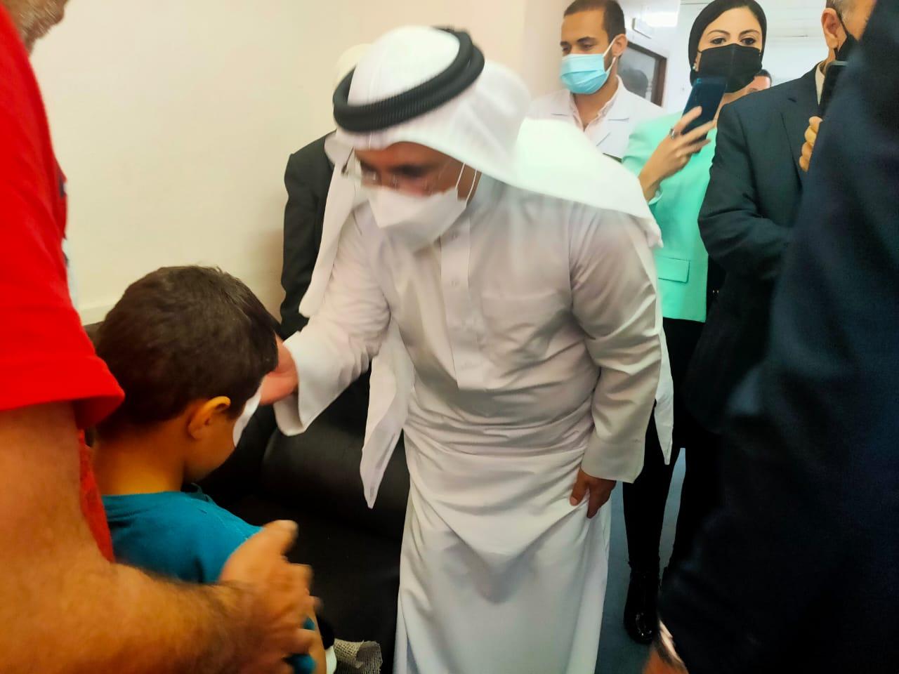 العسومي يزور الجرحى والمصابين الفلسطينيين بمستشفى معهد ناصر