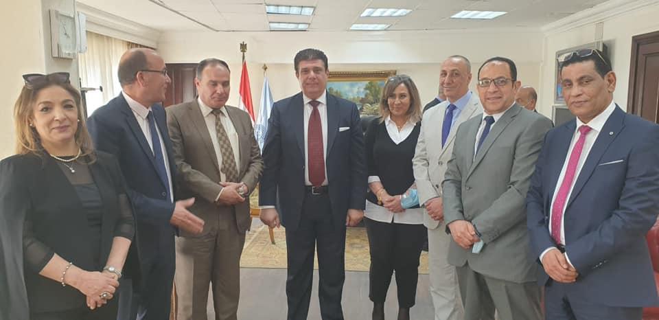 حسين زين يجتمع مع رؤساء القنوات الإقليمية بـ «الوطنية للإعلام»