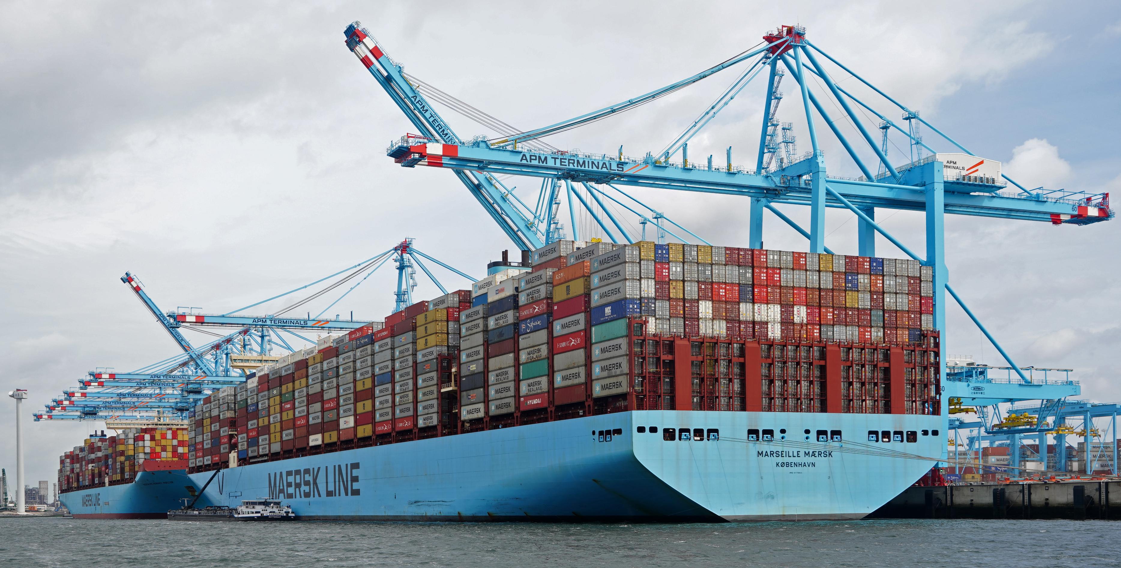 اقتصادية قناة السويس تعلن تداول 22 سفينة حاويات وبضائع وتفريغ 3409 أطنان رخام بموانئ بورسعيد
