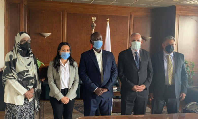 """وزير الرى يلتقى وفد مؤسسة """"ماعت للسلام"""" وممثلى مبادرة """"النيل من أجل السلام"""""""