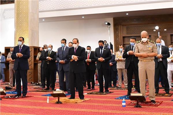 الرئيس السيسي يؤدي صلاة عيد الأضحى المبارك بمدينة العلمين الجديدة