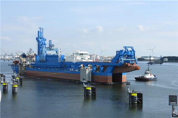 الكراكة «حسين طنطاوي» تنطلق من هولندا الى مصر لتنضم لأسطول قناة السويس