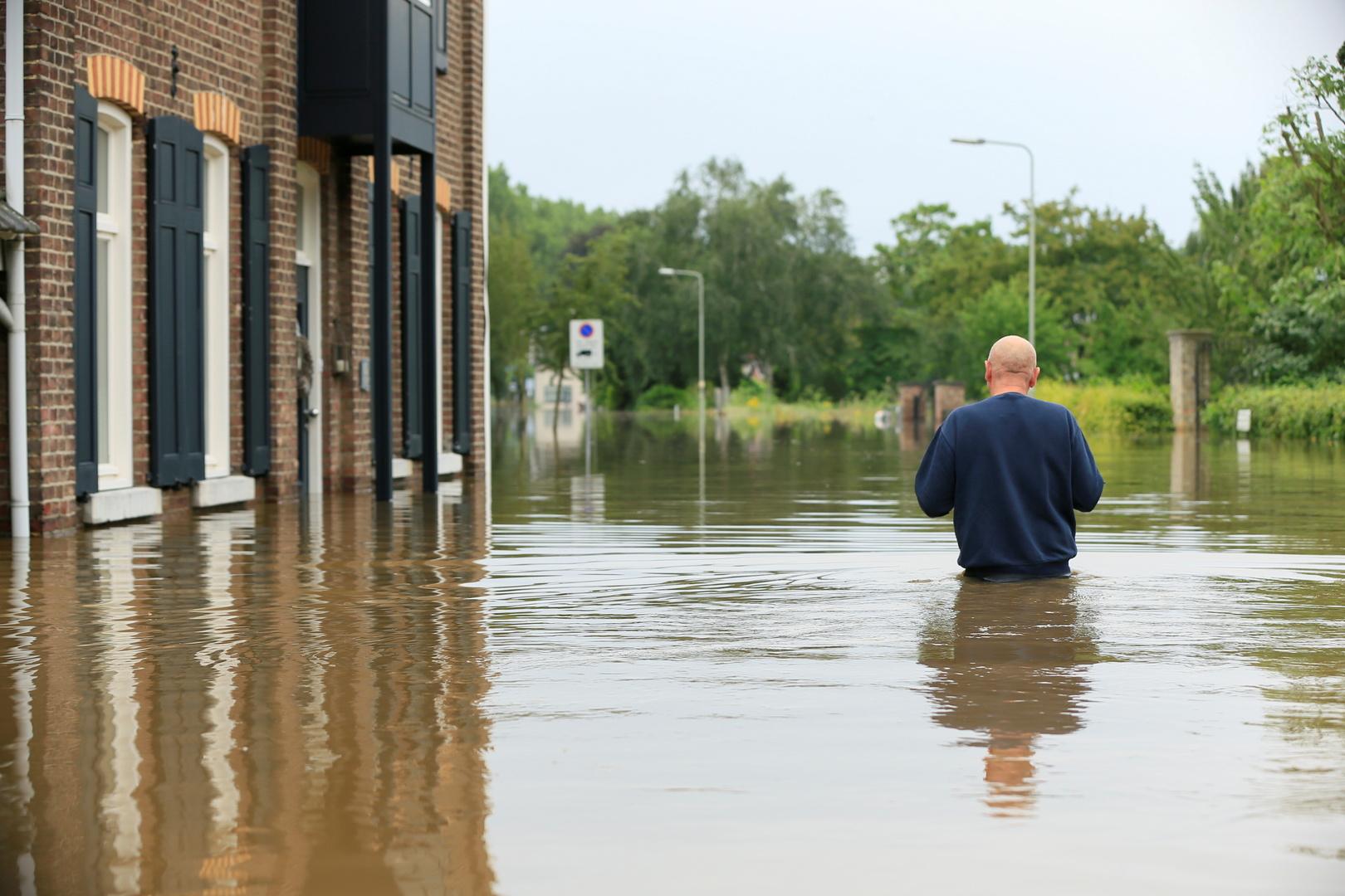 الآلاف يفرون من منازلهم في هولندا بسبب الفيضانات