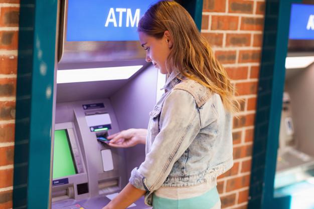 بنوك «الأهلي ومصر والقاهرة»: سحب 35 مليار جنيه من ماكينات الـ ATM في عيد الأضحى