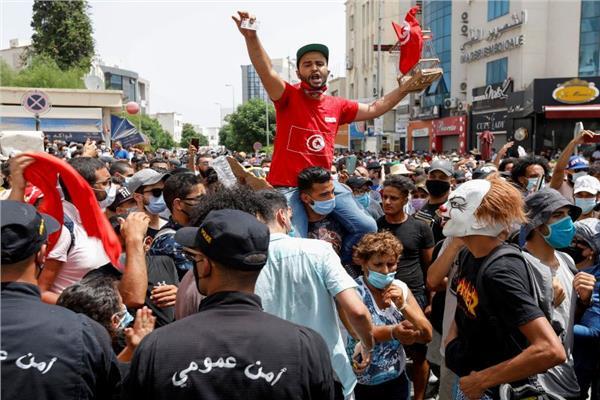 الأمن التونسي يتصدى لمحاولة جديدة من أنصار النهضة لاقتحام مقر البرلمان