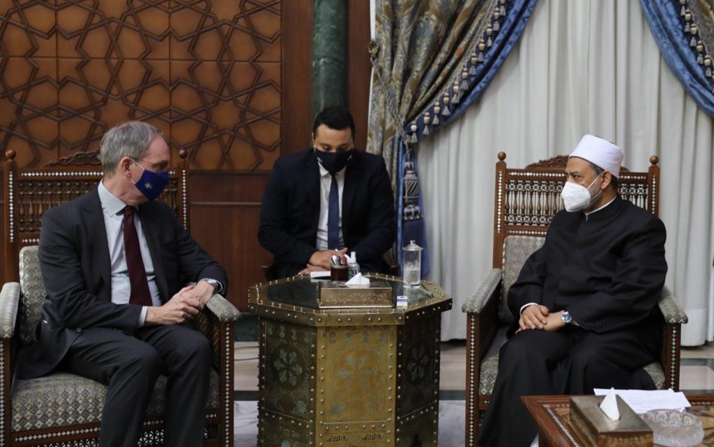 الإمام الأكبر لسفير السويد: المنح الدراسية وتدريب الأئمة بالأزهر أدوات فاعلة لنشر التسامح والاعتدال