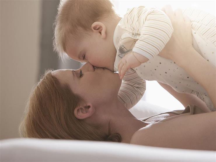 الأطباء يحذرون من انتشار عدوي «الهربس» بين الأطفال بسبب الـ «بوس»