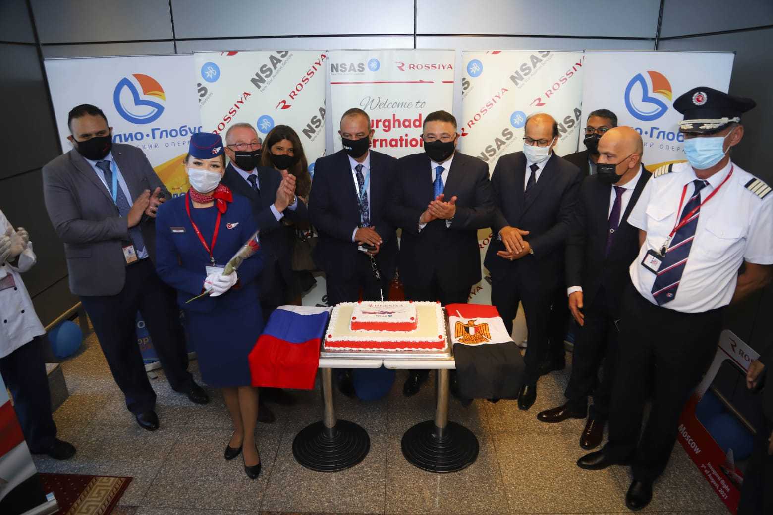 صور  محافظ البحر الأحمر يستقبل أولى رحلات السياحة الروسية بمطار الغردقة الدولي