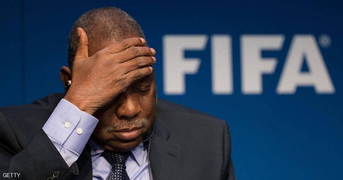 «فيفا» يقرر منع الكاميروني «عيسى حياتو» من المشاركة في أي نشاط متعلق بكرة القدم لمدة عام