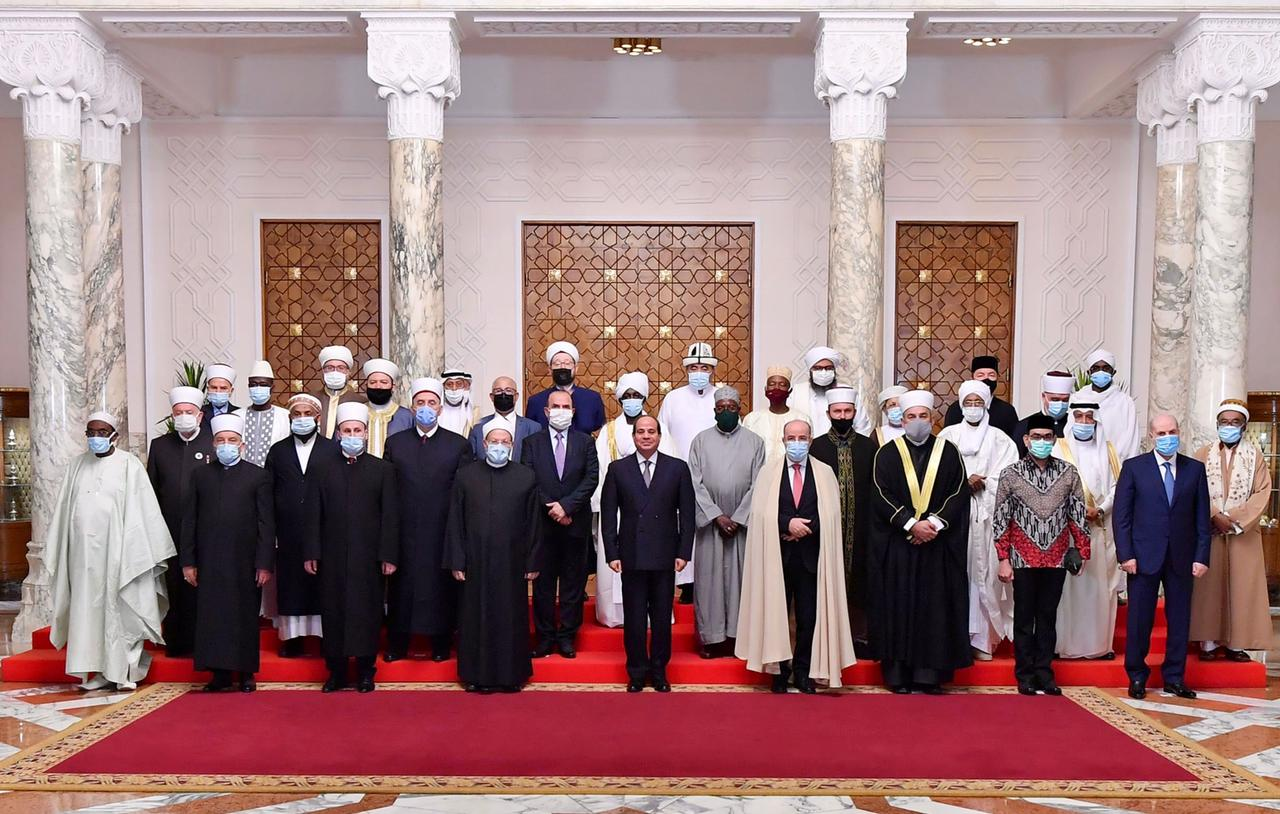 صور| الرئيس السيسي يشدد علي اهمية هيئات الافتاء في تنقية الخطاب الديني من الأفكار المغلوطة