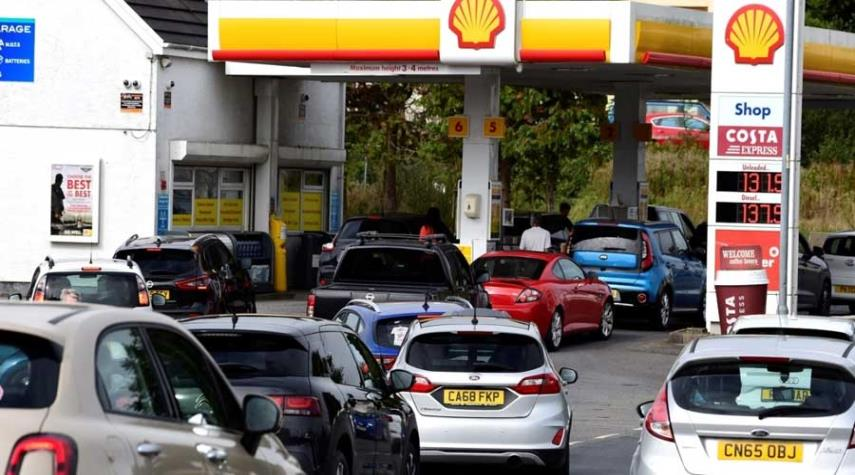 بسبب أزمة وقود حادة.. بريطانيا تدرس الاستعانة بالجيش لمواجهة طوابير البنزين