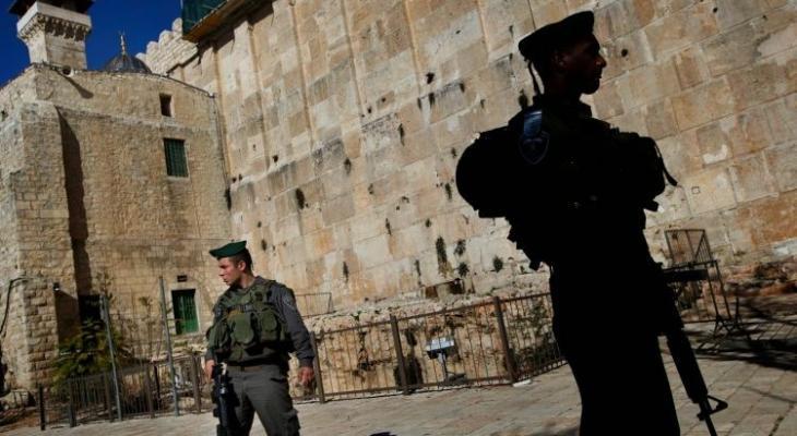 سلطات الاحتلال الإسرائيلي يغلق الحرم الإبراهيمي ويعتدي على الزوار والمصلين
