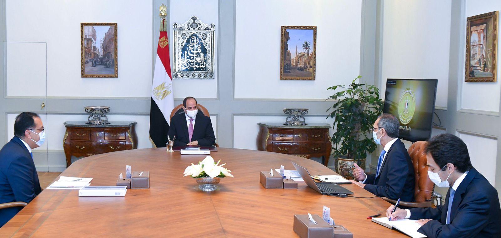 """الرئيس السيسي يتابع المشروعات الإستراتيجية الخاصة بقطاع """"الاتصالات وتكنولوجيا المعلومات"""""""