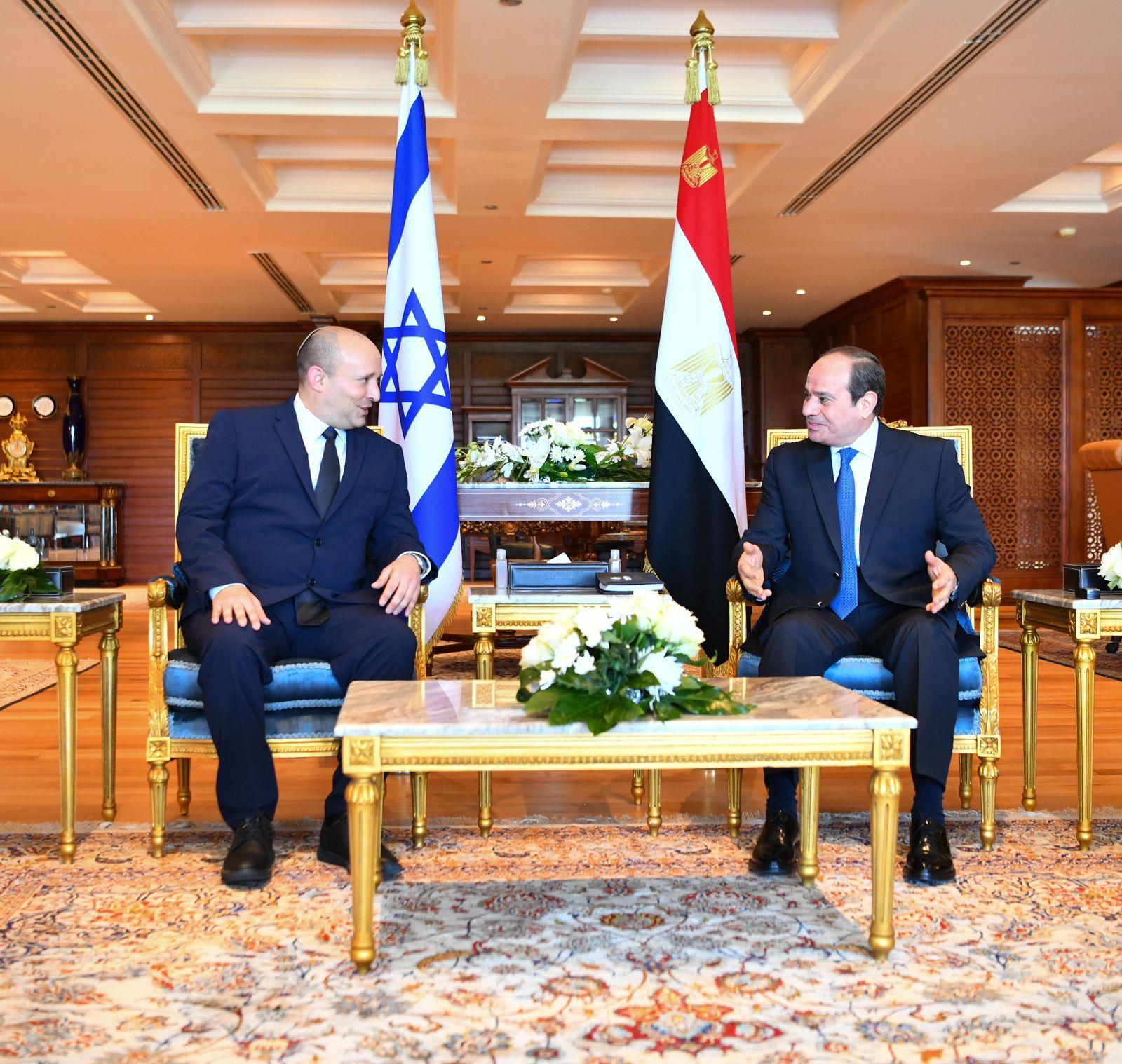 الرئيس السيسي لـ «نفتالى بينيت»: ندعم جهود تحقيق السلام استنادًا إلى حل الدولتين