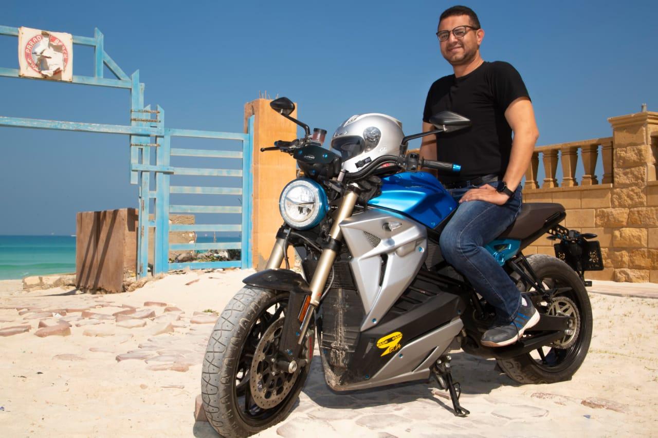 المغامر المصري علي عبده يستعد لتسجيل رقمه القياسي الثاني في مدينة العلمين الجديدة