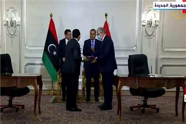 مصر وليبيا توقعان مذكرات تفاهم فى مجال الزراعة والنقل والصناعة