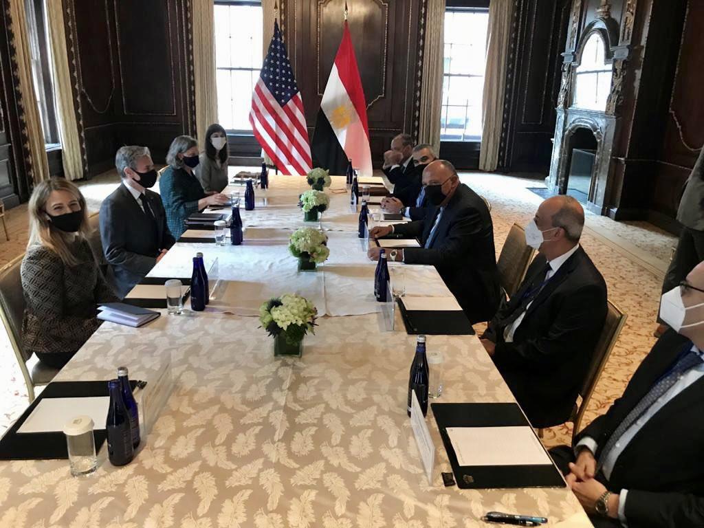 شكري يلتقي نظيره الأمريكي لبحث العلاقات الثنائية والقضايا الإقليمية