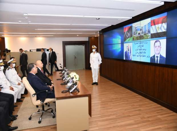 وزير الداخلية الليبي يتفقد غرفة عمليات قطاع الأمن العام بمصر ومركز محاكاة مسرح الجريمة