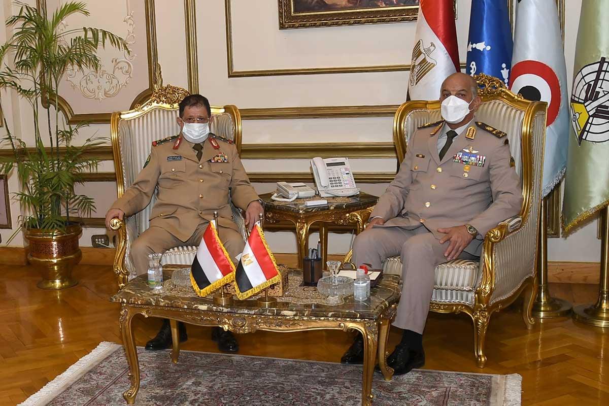 وزير الدفاع والإنتاج الحربي يلتقي نظيره اليمني خلال زيارته الرسمية لمصر