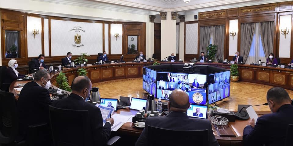 صور| الحكومة تحدد موعدا لمنع دخول الموظفين والمواطنين غير المطعمين بلقاح كورونا