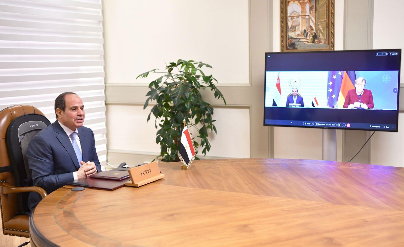 صور| الرئيس السيسي يتلقى اتصالا هاتفيا من المستشارة الألمانية أنجيلا ميركل