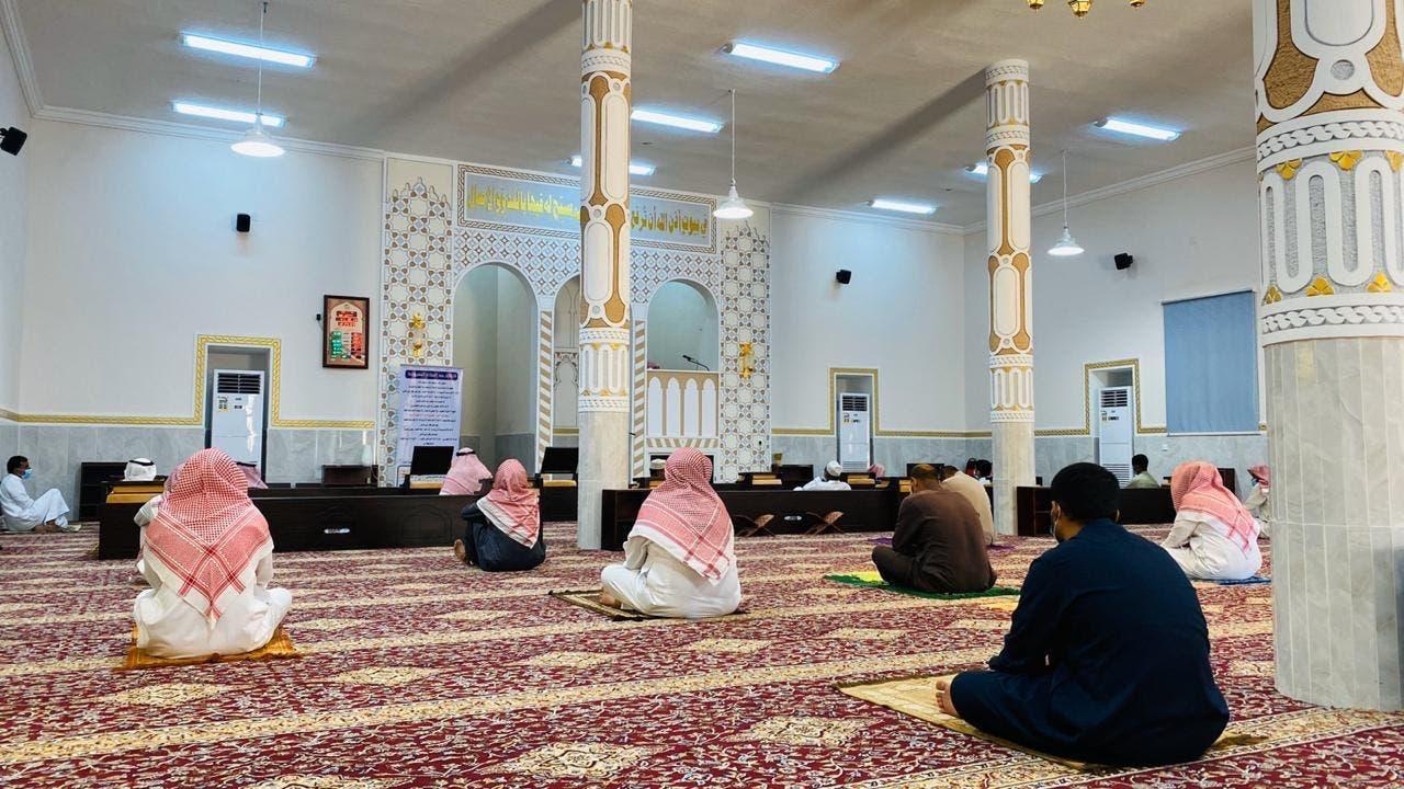 الشؤون الإسلامية السعودية: استمرار التباعد والكمامات في المساجد