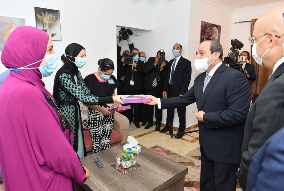صور| الرئيس السيسي خلال افتتاحه عددًا من المشروعات السكنية ضمن السكن البديل