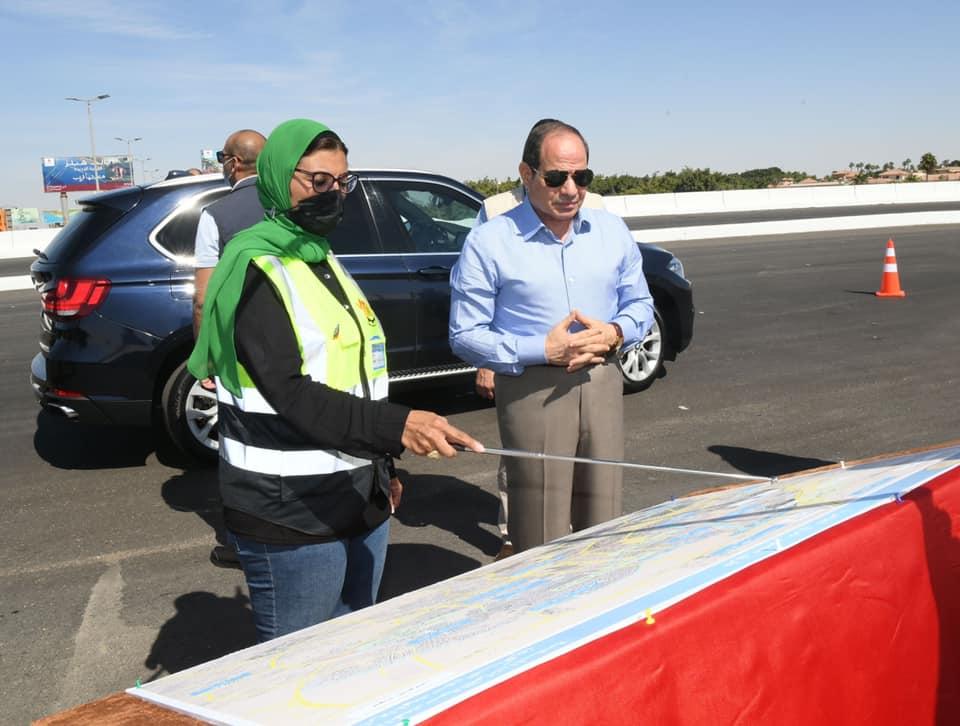 صور| الرئيس السيسي يتفقد أعمال تطوير الطرق والمحاور الجديدة بالقاهرة الكبري