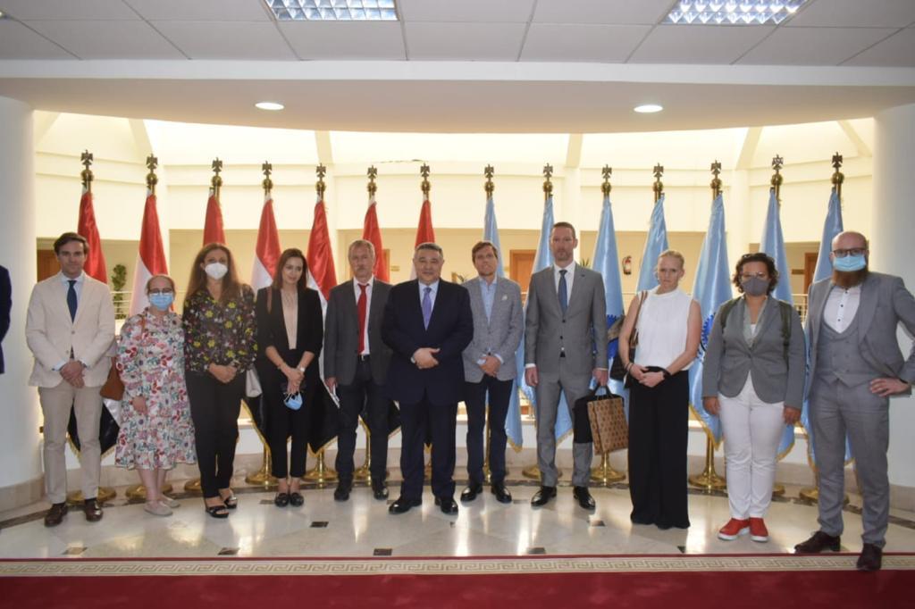 صور  محافظ البحر الأحمر يستقبل وفداً دبلوماسياً من 12 دولة تمهيداً لزيادة الرحلات السياحية