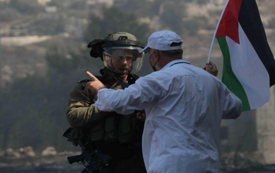 مواجهات بين الفلسطينيين وجنود الاحتلال الإسرائيلي في الضفة الغربية.. واعتقال 5 أشخاص