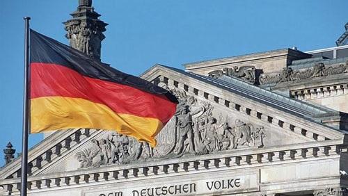 ألمانيا تنكس أعلامها حزنًا على ضحايا ميونيخ