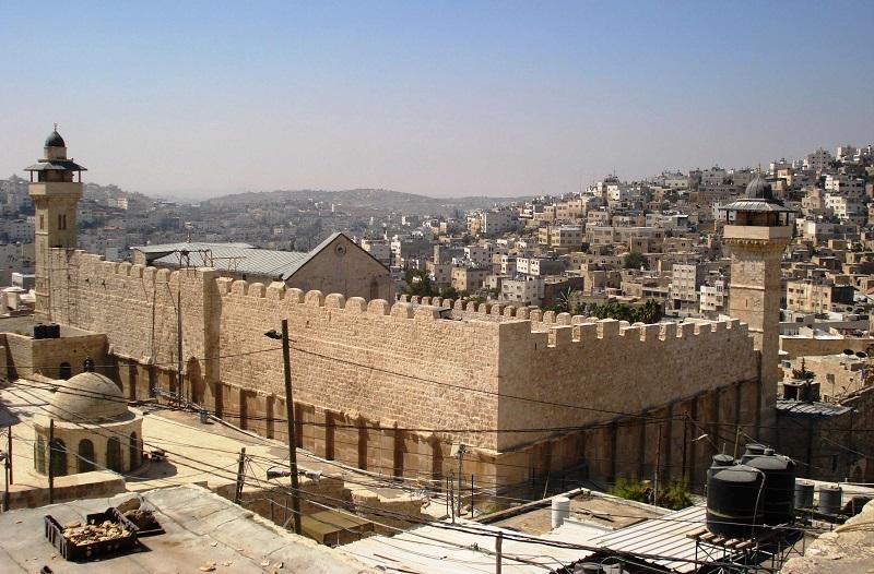 إسرائيل تعلن الحرم الابراهيمي منطقة عسكرية ويحظر دخول الفلسطينين