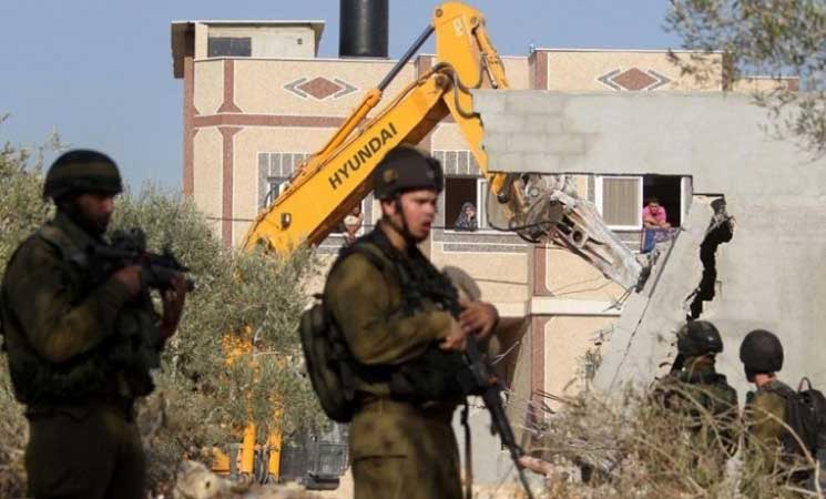 سلطات الاحتلال تهدم وتغلق 4 منازل لفلسطينيين قرب رام الله