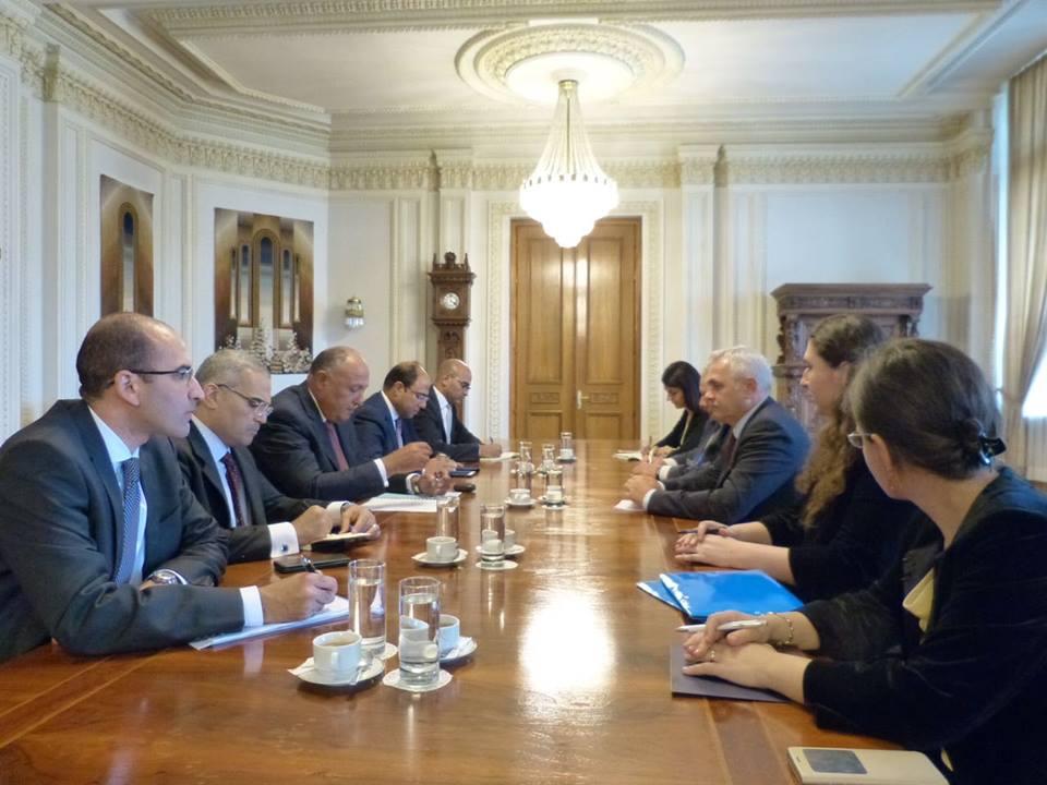 سامح شكرى يلتقى رئيسى مجلس النواب والشيوخ الرومانى بالعاصمة بوخارست