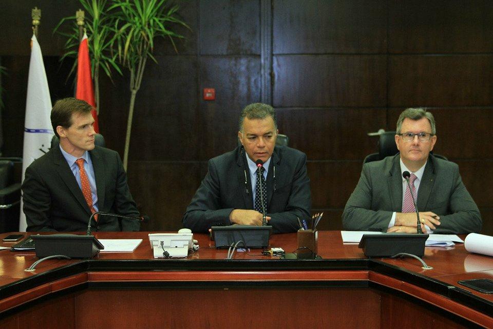 صور| وزير النقل : مهتمون بالتعاون مع الشركات البريطانية في تطويرالسكك الحديدية والموانئ