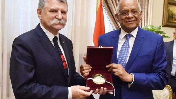 رئيس مجلس النواب يبحث مع نظيره المجري تعزيز العلاقات الثنائية