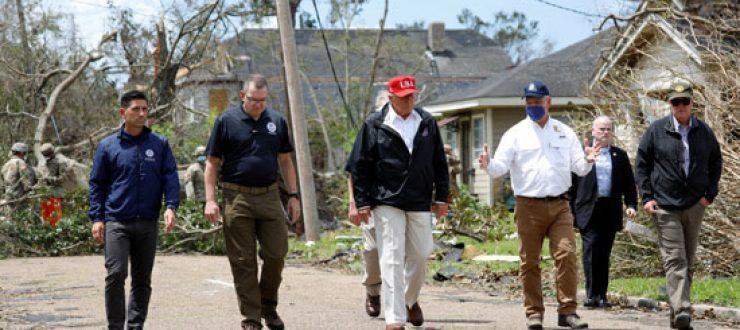 صور | ترامب يزور المناطق المنكوبة من إعصار لورا فى تكساس ولويزيانا