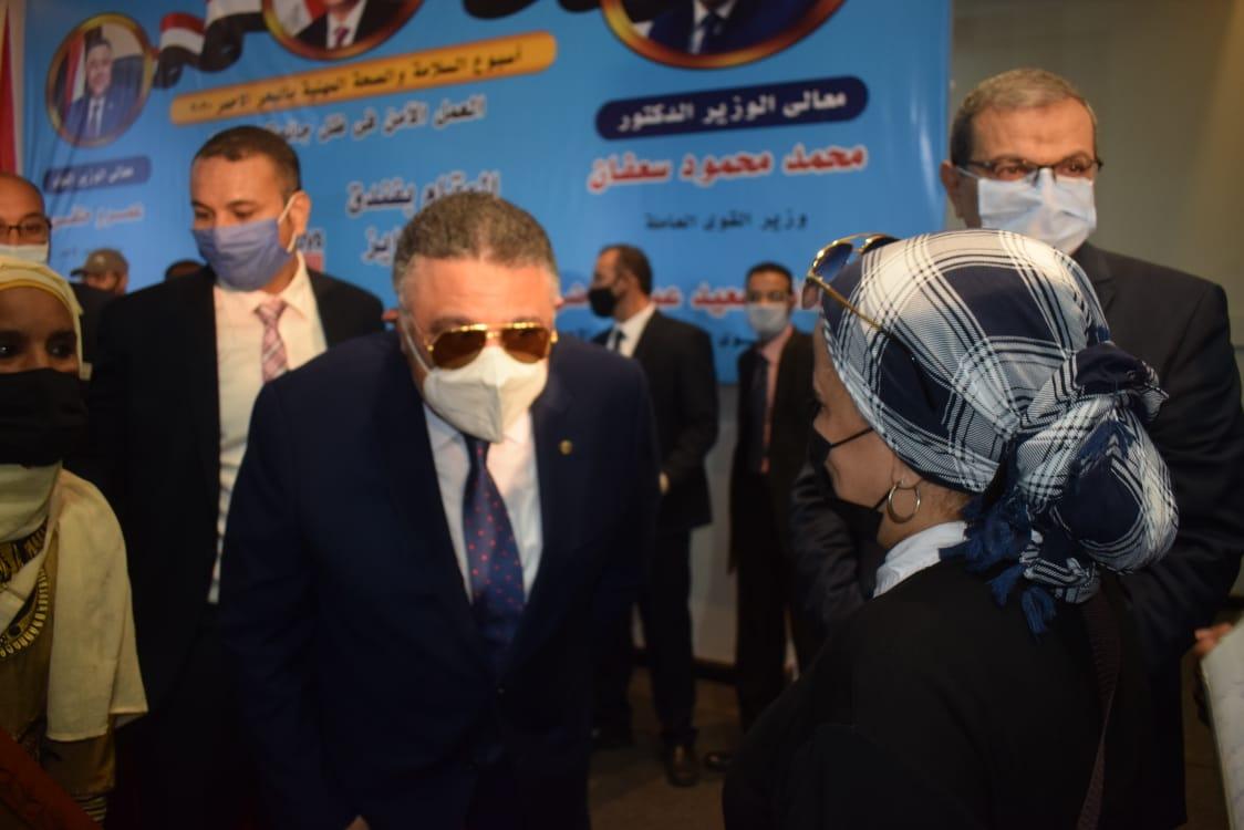 محافظ البحر الأحمر-وزير القوى العاملة