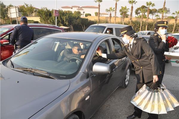 الشرطة توزيع هدايا