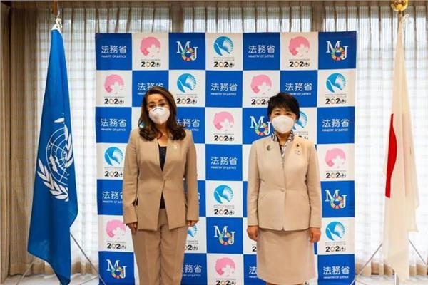 رئيس وزراء اليابان وغادة والي