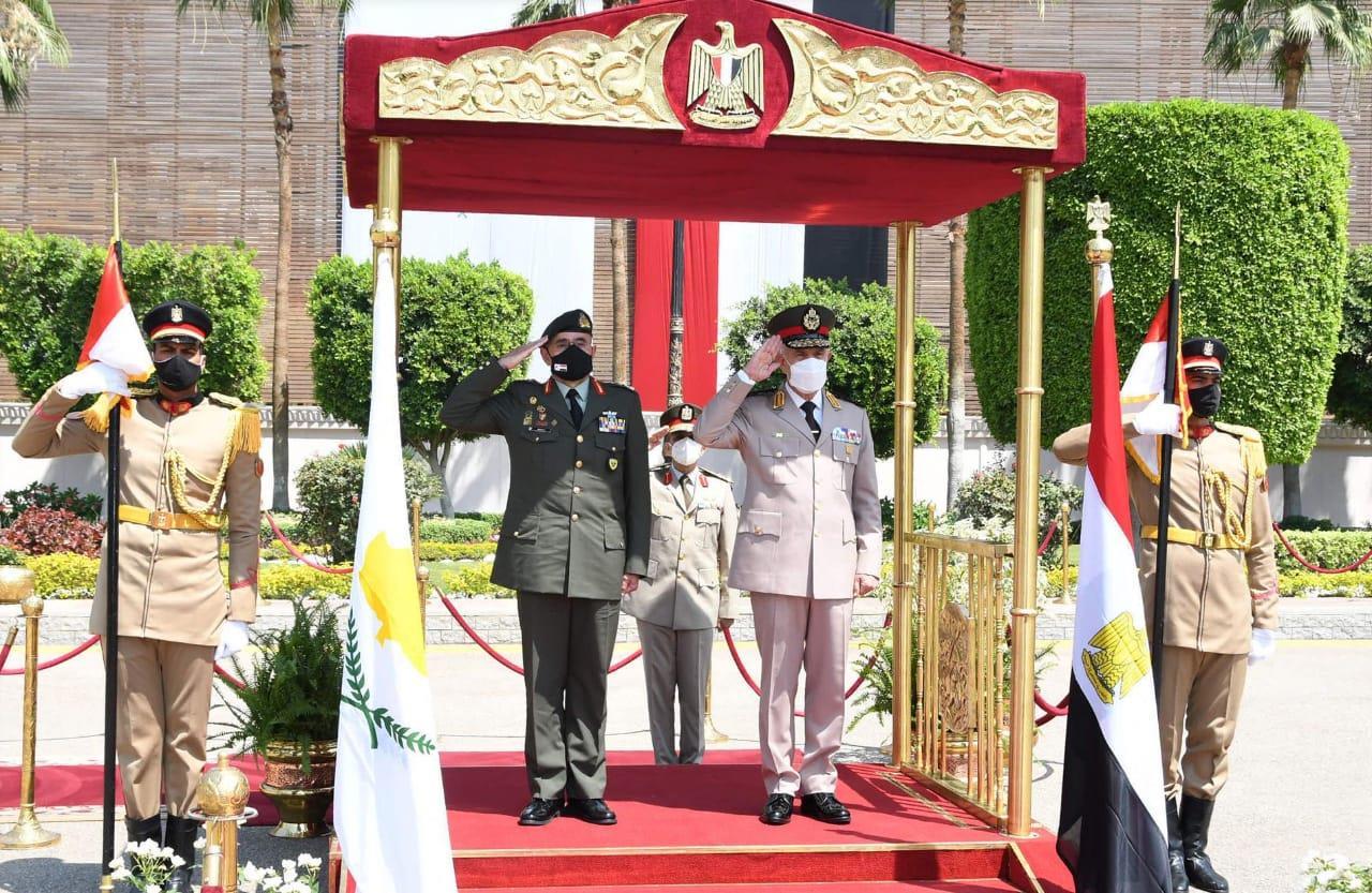 وزير الدفاع ورئيس الأركان - قائد الحرس الوطني القبرصي-3