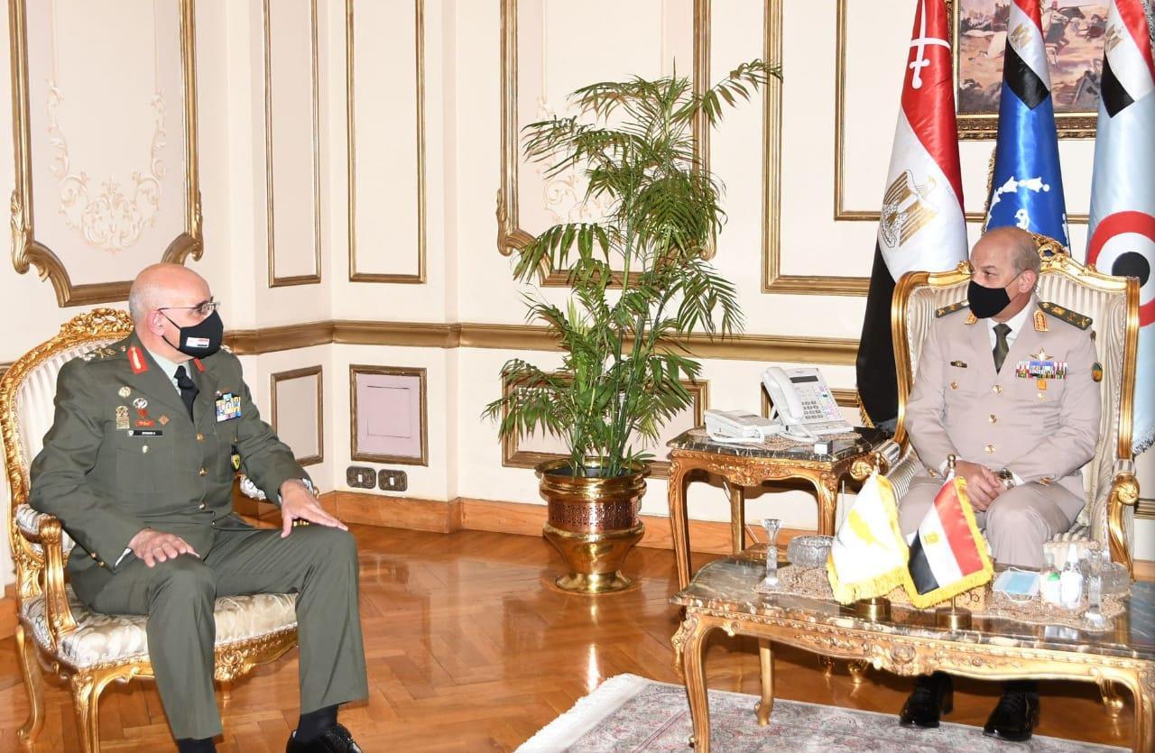 وزير الدفاع ورئيس الأركان - قائد الحرس الوطني القبرصي-6