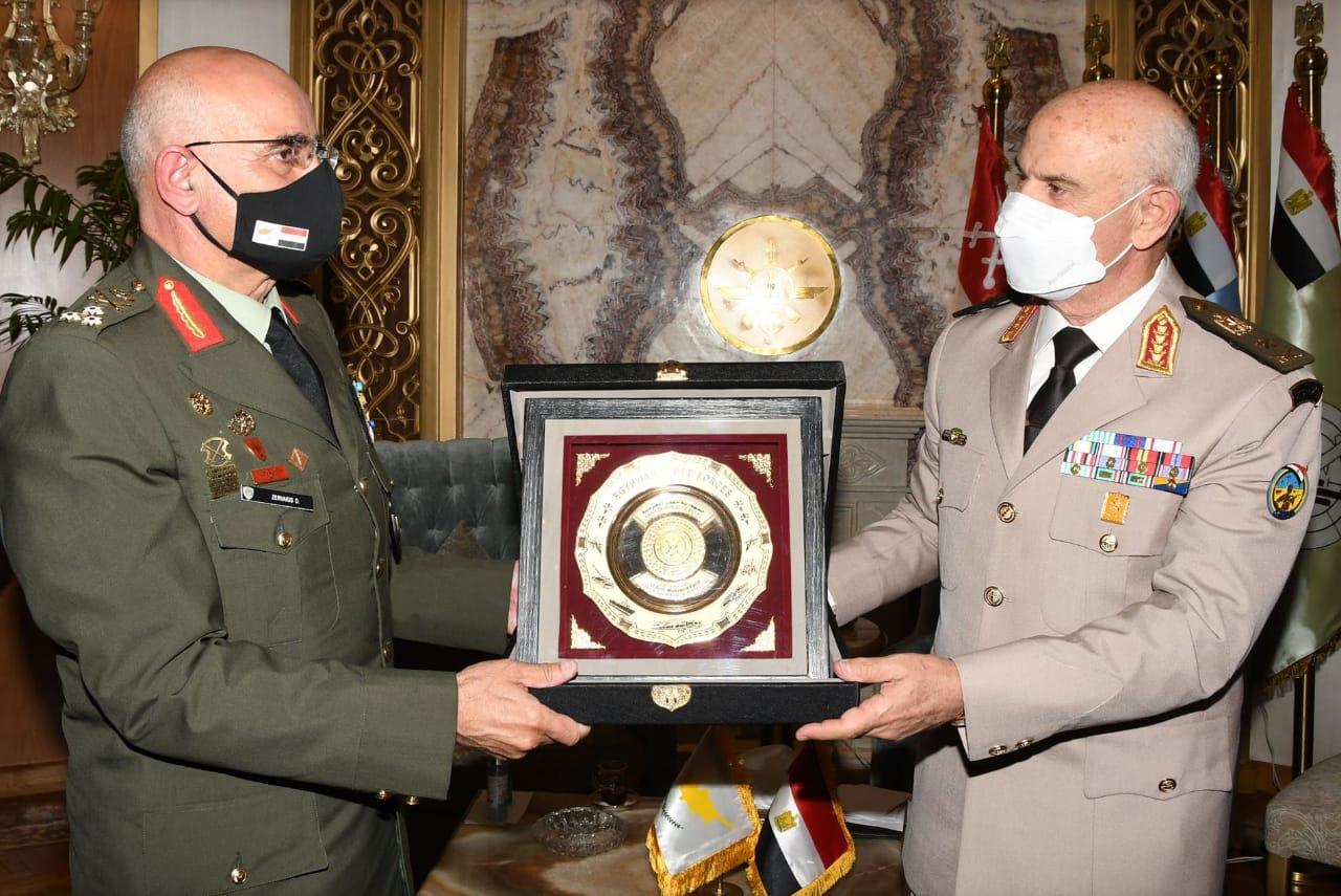 وزير الدفاع ورئيس الأركان - قائد الحرس الوطني القبرصي-7
