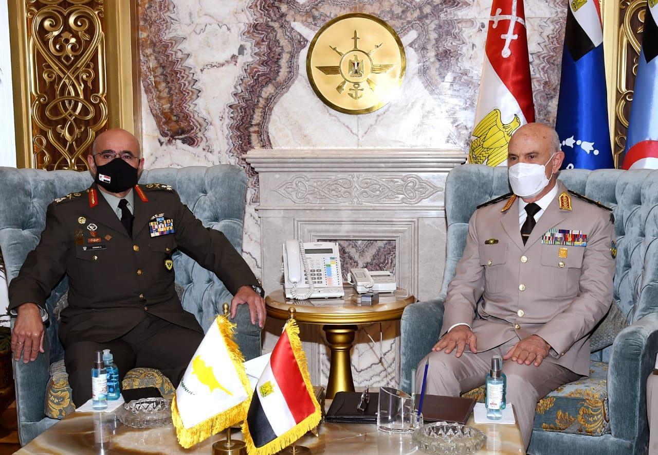 وزير الدفاع ورئيس الأركان - قائد الحرس الوطني القبرصي2